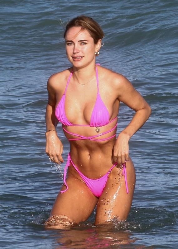 elegant babe Kimberley Garner in wet pink bikini