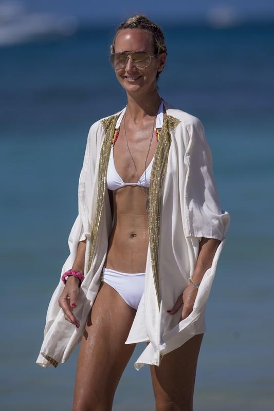 skinny milf Victoria Hervey in lovely white bikini