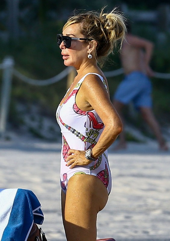 amazing milf Marysol Patton in 1 piece swimsuit