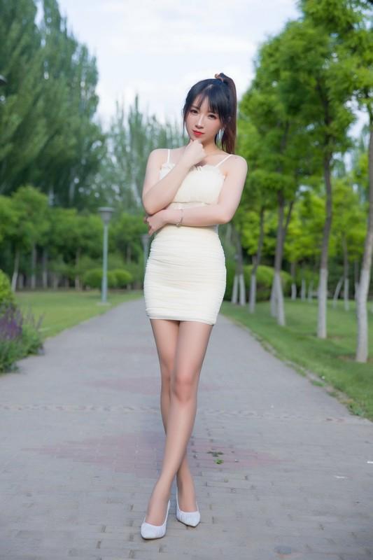 小女巫露娜 - 户外小米裙[79P/47MB] 知名Coser-第1张