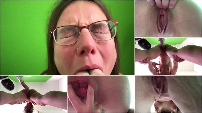 Submissive Slut - Fisting her loose cunt [FullHD 1080p]